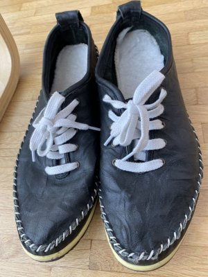 Cap Toes black-white leather