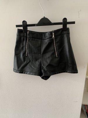 Leder Imitat Shorts von ZARA