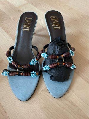 Leder-Sandaletten mit Schmuckperlen