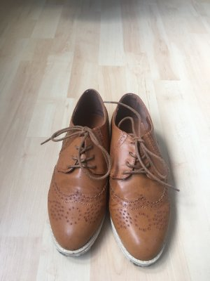 Wingtip Shoes beige
