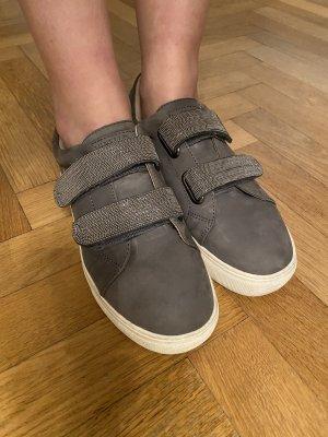 Leder sneakers in Grau