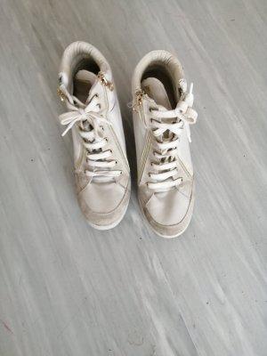 Zapatilla tipo cuña blanco-color oro