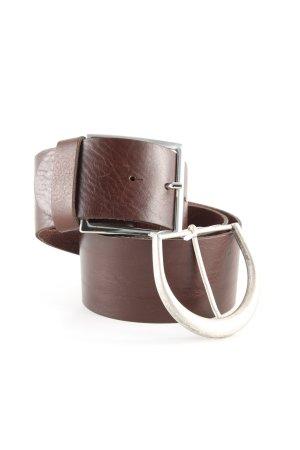 Cinturón de cuero marrón look casual