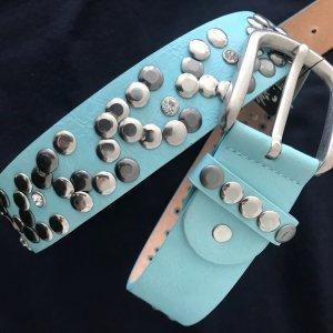 Cinturón de pinchos azul bebé