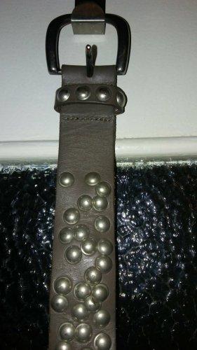 Ledergürtel mit Nieten v Tom Tailor