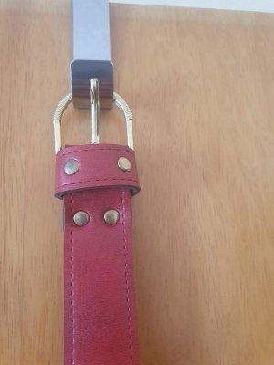 Cinturón de cuero rojo