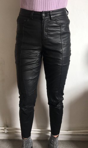 Lederhose - Rock Style. Enge anschmiegsame Hose aus Echtleder