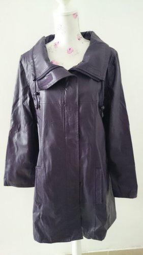 Abrigo de cuero violeta grisáceo