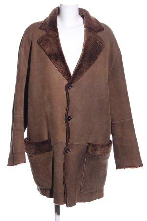 Chaqueta de cuero marrón look casual