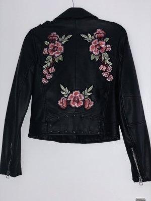 Lederjacke in schwarz mit Blumen bestickt. ZARA