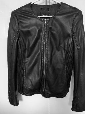 Lederjacke schwarz figurbetont