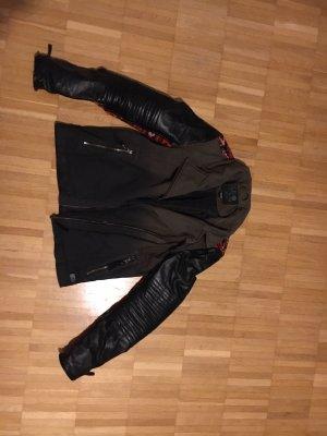 Lederjacke schwarz mit Besonderheiten