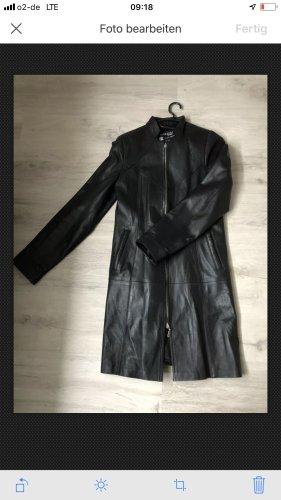 Abrigo de cuero negro-color plata