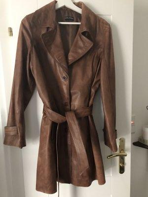 Abrigo de cuero marrón