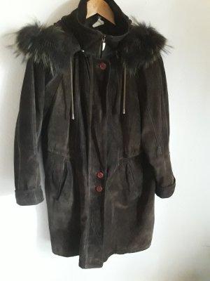 Abrigo de cuero taupe-marrón oscuro