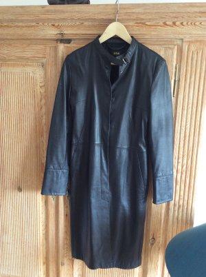 Ledermantel von MNG schlicht schwarz Größe 36 schmal geschnitten, Einstecktaschen seitlich, selten getragen.
