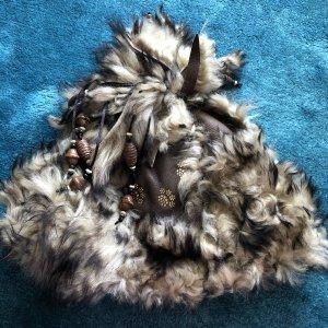 Futrzana czapka ciemnobrązowy-kremowy