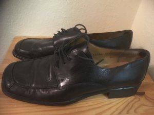 Lederschnürschuhe in schwarz