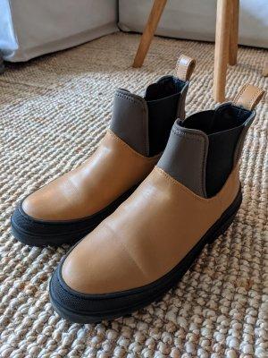 Lederstiefel im Gummistiefel Look / Boots von COS in hellbraun / schwarz Gr. 38