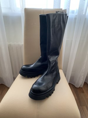 Lederstiefel mit Track- Sohle Profilsohle von Zara / chunky boots