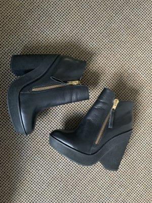 Buffalo Wedge Booties black leather