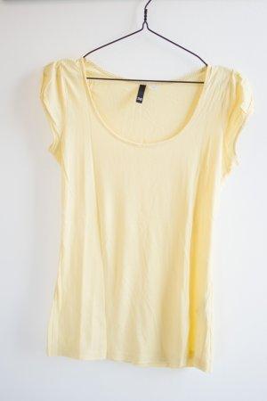 Leicht gelbes Shirt