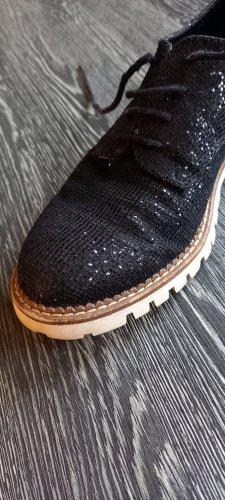 leicht glitzernde Schuhe