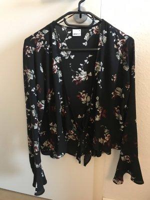 Leichte Bluse in schwarz mit Blumen