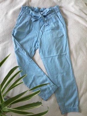 Leichte, hellblaue Stoffhose im Jeans-Look