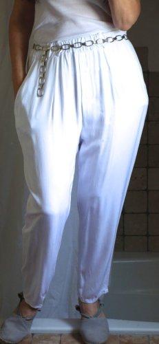 Leichte Hose, Karottenform, tiefer Schritt, Italy, oben weite Hose unten schmal zulaufend, sommerlich leichter Stoff, leichte Viskose, Gummizug, Taschen, Gürtelschlaufen, weiß, NP, Italy, NEU, ungetragen, Gr. M
