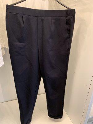 Leichte Hose mit elastischem Bund 38