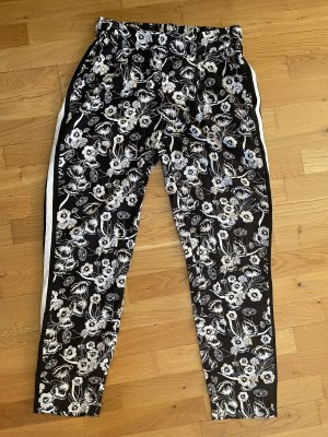 Leichte Hose von Gina Größe L 40 schwarz weiß