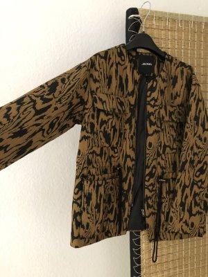 Leichte Jacke camel/schwarz mit abstraktem Holz Muster von Monki