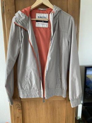 Leichte Jacke in grau