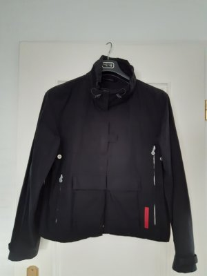 Leichte Jacke, kastige Form mit vielen Details