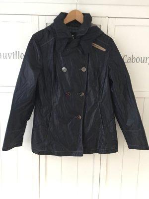 Leichte Jacke von Gil Bret mit asymmetrischer Knopfreihe