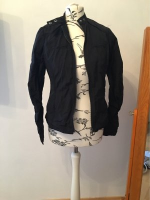 Leichte schlichte Jacke schwarz