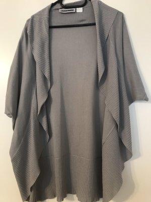 Leichte Strickjacke im Kimonostil