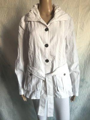 Leichte weiße Jacke