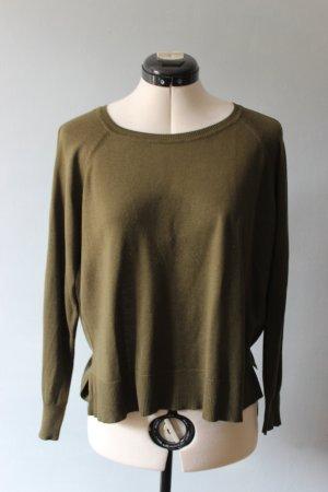 Leichter olivegrüner Pullover