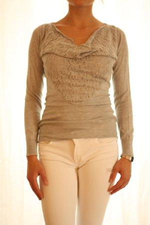 Leichter Pullover mit Häkeldetails und Wasserfall-Ausschnitt