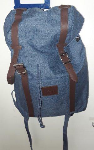 leichter Rucksack mit Aufbewahrungsbeutel