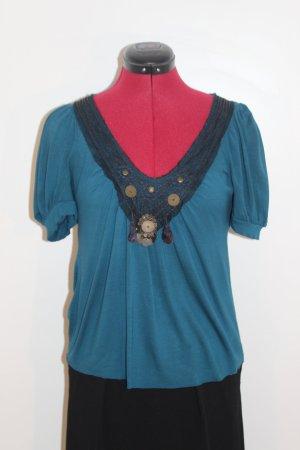 Leichtes Baumwollshirt mit dekorativem Ausschnitt