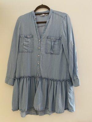 Leichtes blaue Kleid