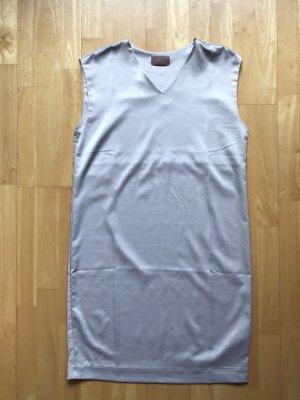 leichtes graues Kleid Cartoon