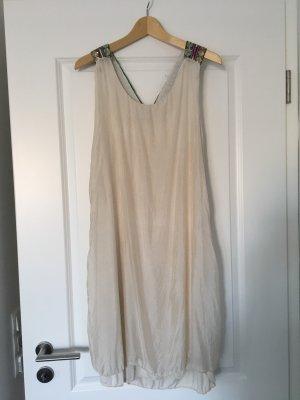 Leichtes Kleid mit Pailletten