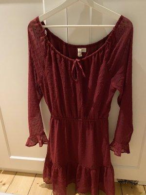 Leichtes rotes Kleid