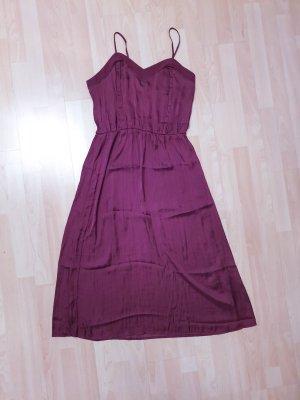 leichtes seidiges Midi-Kleid mit feinen Trägern
