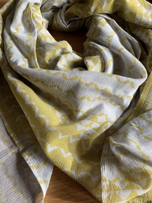 Neckerchief light grey-lime yellow