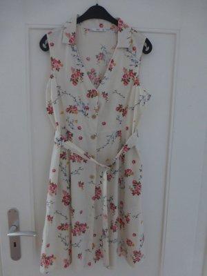 Leichtes Sommerkleid mit Blumensträußchen